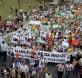Los activistas marchan en protesta durante la Conferencia de las Naciones Unidas sobre el Desarrollo Sostenible, Río +20, en Río de Janeiro, Brasil. (Foto Prensa Libre:AP)