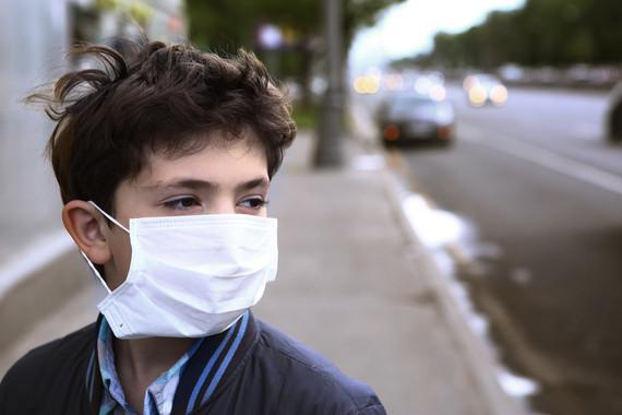 Un número creciente de investigaciones en todo el mundo demuestran que el aire contaminado es tóxico para el cerebro infantil. / Adobe Stock