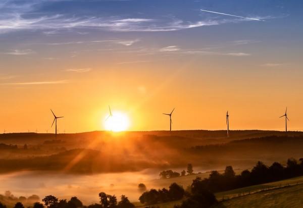 Es clave la apuesta por las energías renovables.