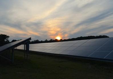 solar-panels-2458717_960_720