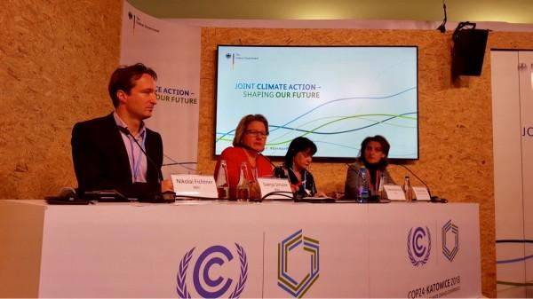 La ministra para la Transición Ecológica, Teresa Ribera, con Svenja Shulze (de rojo), ministra de Medio Ambiente, Protección de la Naturaleza y Seguridad Nuclear de Alemania