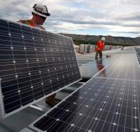 Instalación de paneles fotovoltaicos. Fuente: Pixabay