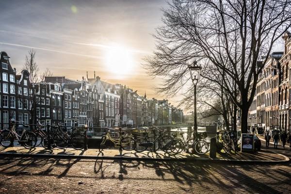Amsterdam prohibirá coches diesel y gasolina en 2030