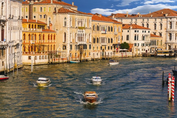 Venecia resulta anegada por su segunda mayor marea alta de su historia
